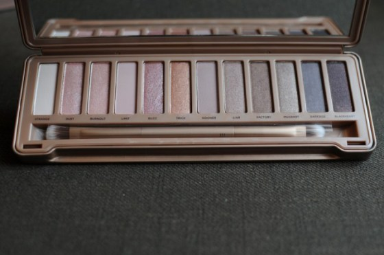 Fonte:http://shashasekharan.wordpress.com/2013/11/08/its-true-urban-decay-naked-3-swatches-pictures-comparisons/